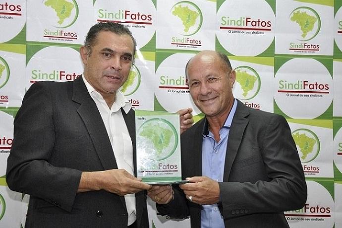 Troféu SindiFatos na solenidade que aconteceu dia 30 de janeiro de 2015, na Justiça do Trabalho, em Palmas